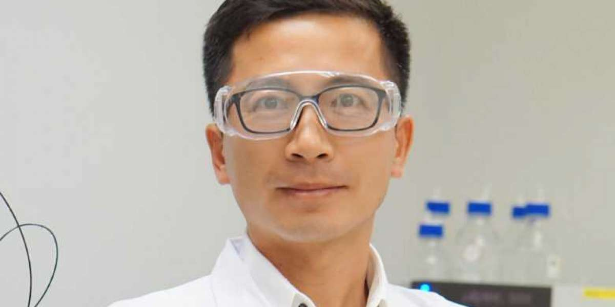 UM scholar elected fellow of Royal Society of Chemistry